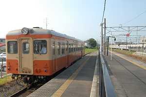 朝の111列車はキハ205の単行