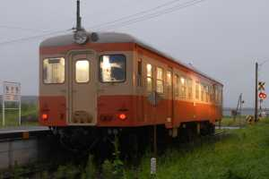 中根駅停車中のキハ205(8/15・143列車)