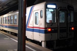 平磯駅停車中の148列車。乗降客は一人も居ませんでした。