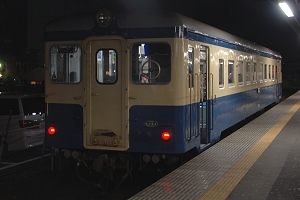 勝田駅1番線に停車中の阿字ヶ浦行き143列車(キハ222)