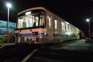 7年前廃線当日の深夜、保存のため鉾田駅に到着したKR-505とキハ601